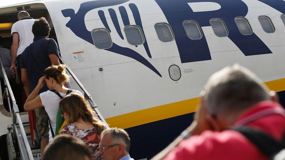Dva boeingy irské společnosti Ryanair se budou odříjna každý den pravidelně vracet doPrahy. Firmu přijdou na 200 milionů dolarů.