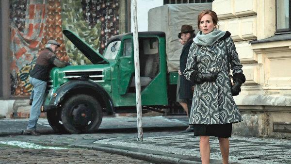 HBO neměří sledovanost jednotlivých pořadů a není závislá na reklamě. Chce vytvořit silné značky, které jako celek donutí diváka koupit předplatné. Hořící keř byl jednou z nich. Získal 11 Českých lvů.
