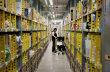 Amazon zvýší v Česku nástupní mzdu o osm procent