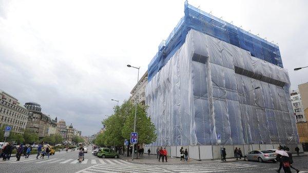 Začala demolice domu na rohu Opletalovy a Václavského náměstí.