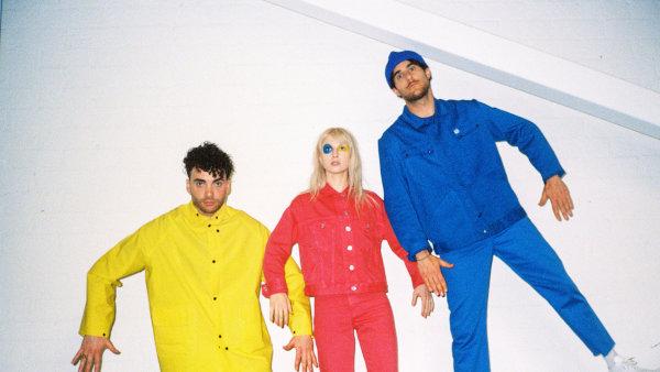 Američtí rockeři Paramore na festivalu představí nové album After Laughter.