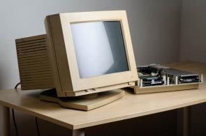 Rádi jsme zapomněli na kolapsy počítačů a primitivní hardware