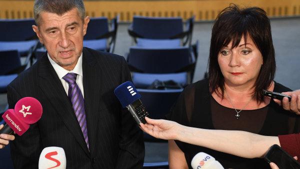 Premiér v demisi Andrej Babiš a ministryně financí ČR v demisi Alena Schillerová.