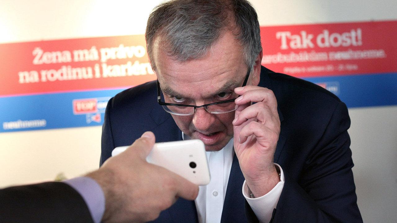Předseda TOP 09 ve volebním štábu strany.