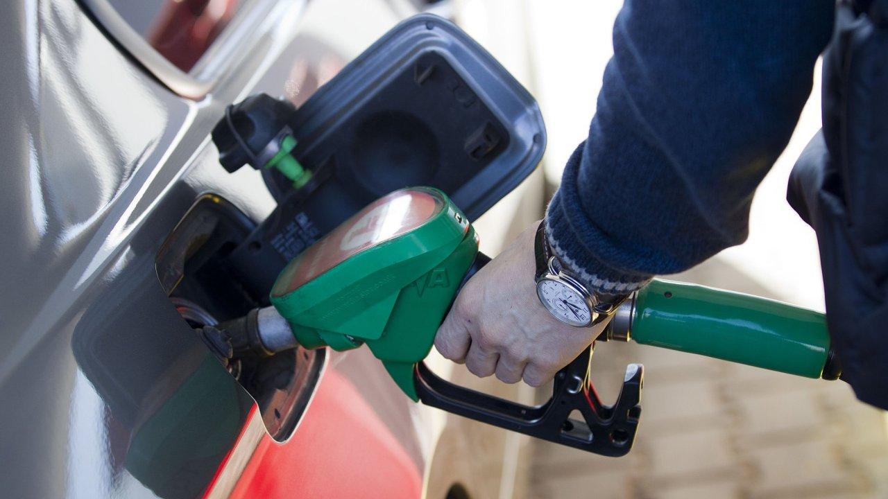 V lednu klesaly ceny ropných produktů, a tak tedy i pohonných hmot (ilustrační foto.)