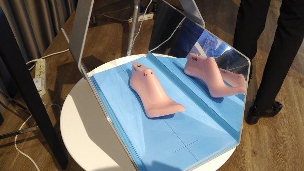 3D skener nohy pro určení vhodného ševcovského kopyta.