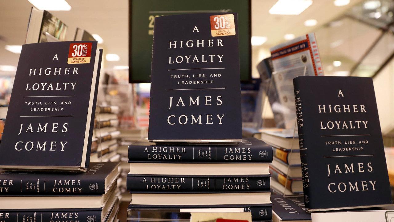 VeSpojených státech vycházejí paměti bývalého šéfa FBI Jamese Comeyho.