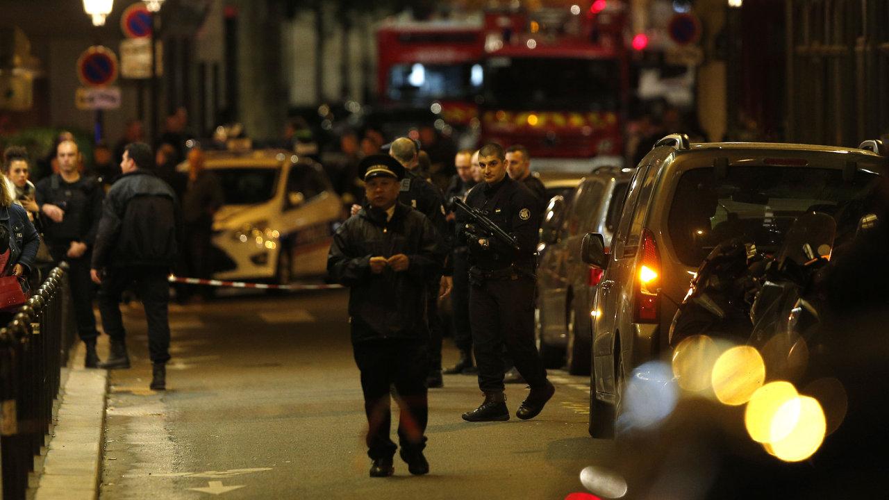 Útok v Paříži vyšetřují úřady jako možný teroristický čin