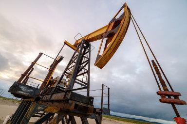 Bilanci negativně ovlivnilo prohloubení schodku v obchodu s ropou.