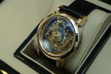 Dva roky vyráběl unikátní hodinky za miliony. Důležitý je jejich příběh, říká Seryn.
