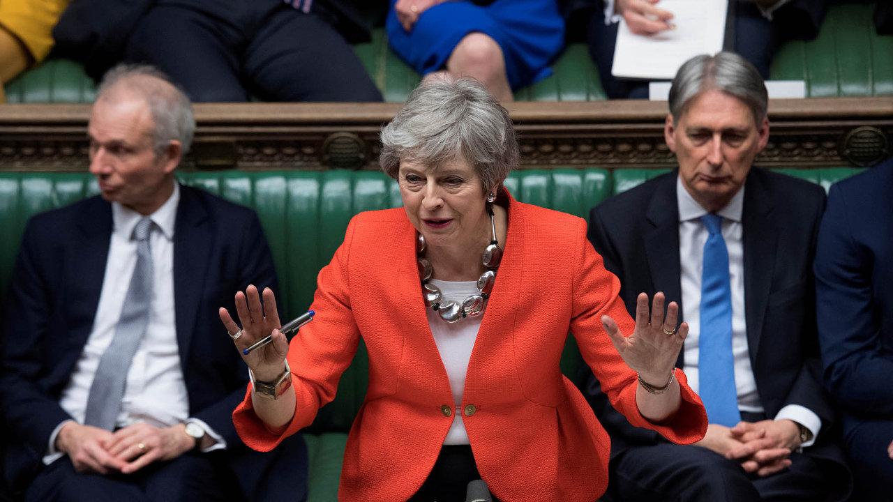 Ministři jsou nespokojení s tím, jak Mayová řídí proces vystoupení Británie z Evropské unie.
