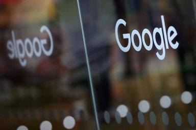 Google v USA čelí spolu s dalšími významnými technologickými společnostmi několika vyšetřováním ze strany antimonopolních úřadů. Cenu jeho akcií to ale neovlivnilo - letos vzrostla už o více než 20 %.