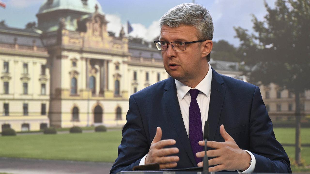 Přenesení odpovědnosti. Ministr Karel Havlíček prosazuje, aby informace o účetnictví firem nezanášeli do rejstříku sami podnikatelé, ale berní úředníci.