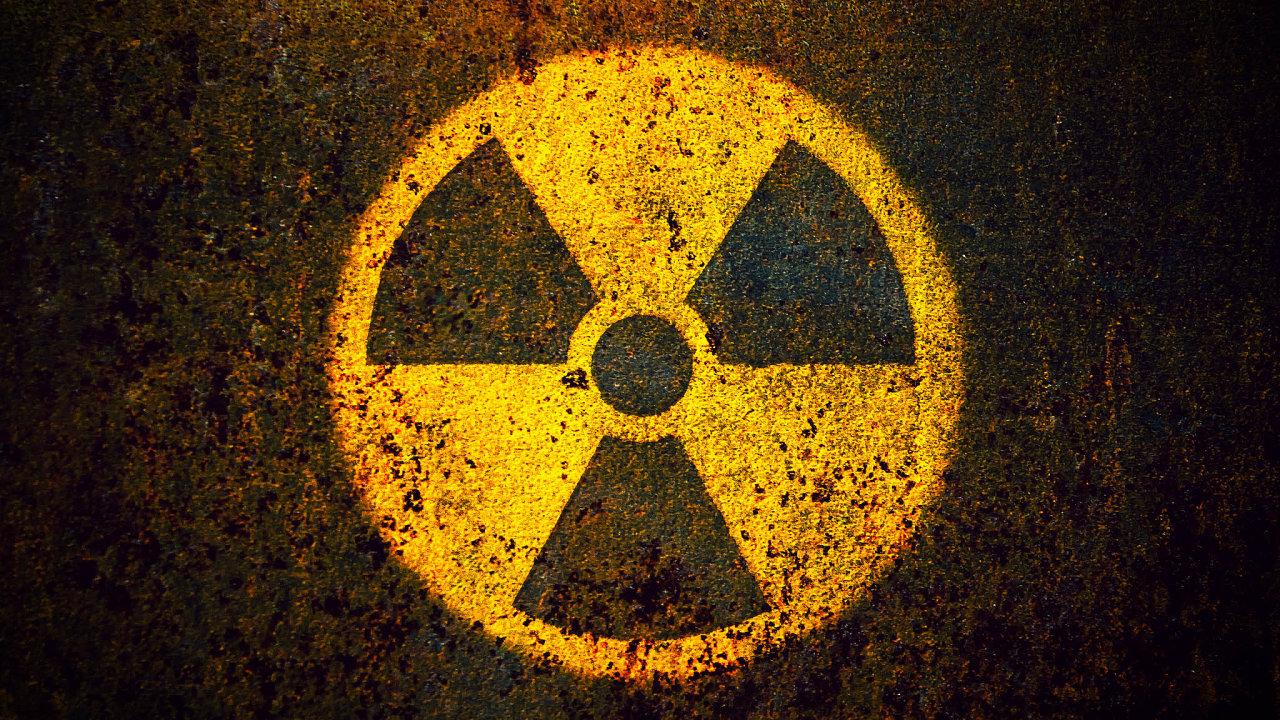 Zvysoce radioaktivních prvků, produkujících smrtící záření desetitisíce let, chtějí jaderní fyzikové udělat jiné prvky, jejichž atomy jsou stabilní, nebo aspoň mají podstatně kratší poločas rozpadu.