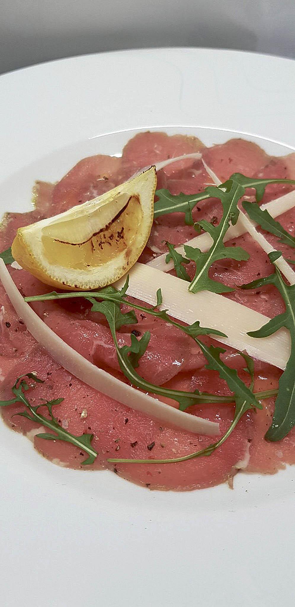 Kvalitní hovězí maso je v nabídce také syrové, jako tatarák či carpaccio. (Foto: archiv restaurace)