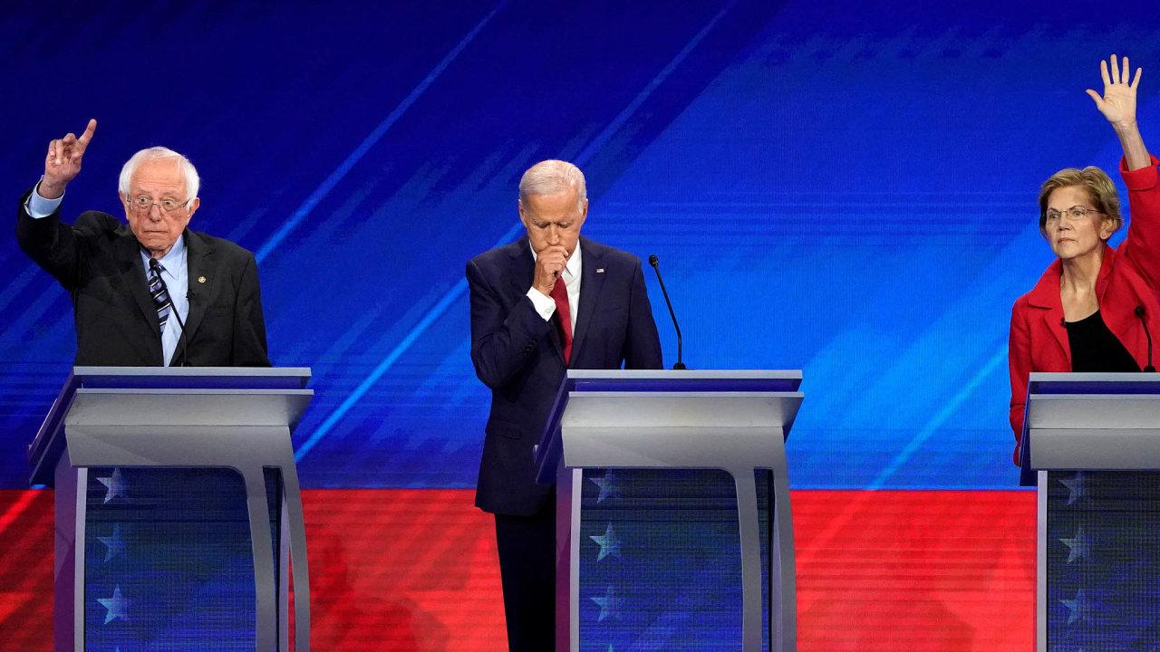 Nejednotni proti Trumpovi. Demokratické adepty naprezidentskou kandidaturu dělí velké rozpory. Zleva Bernie Sanders, Joe Biden, Elizabeth Warrenová.