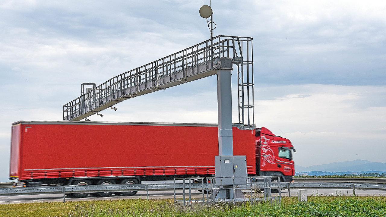 Úřad proochranu hospodářské soutěže zakázal plnění mýtné smlouvy mezi státem akonsorciem CzechToll/SkyToll, ato sročním odkladem.