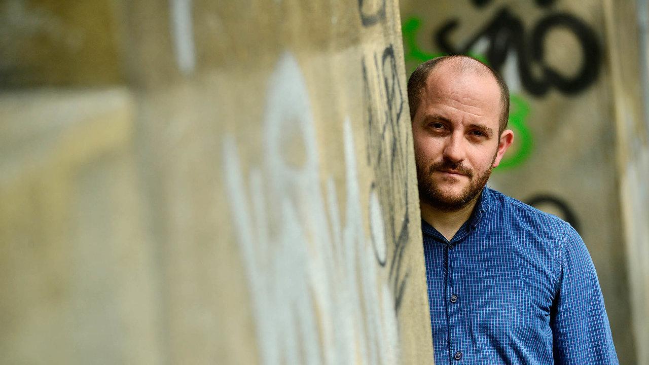 Zastánce chudých. Stát v řešení koronavirové krize opomíjí lidi na hranici chudoby, říká sociolog Daniel Prokop.
