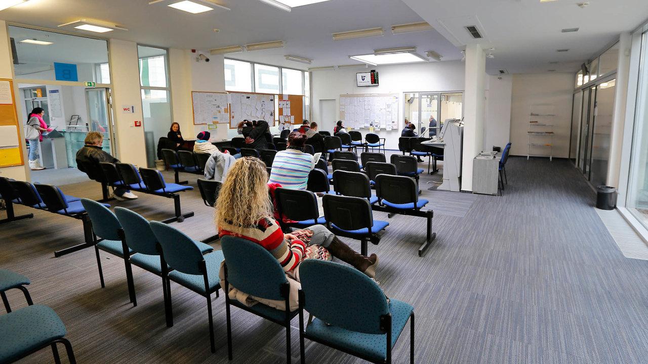 Svyřizováním žádostí okurzarbeit pomáhá vhlavním městě iGenerální ředitelství Úřadu práce.