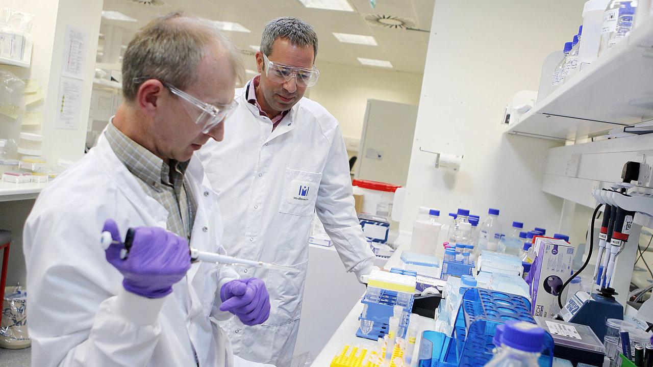 Kdo bude první. Americký koncern Pfizer spojil síly sněmeckou firmou BioNTech, jednou zmnoha vtéto zemi, kde se pokoušejí najít co nejdřív prostředek kpotlačení koronaviru.