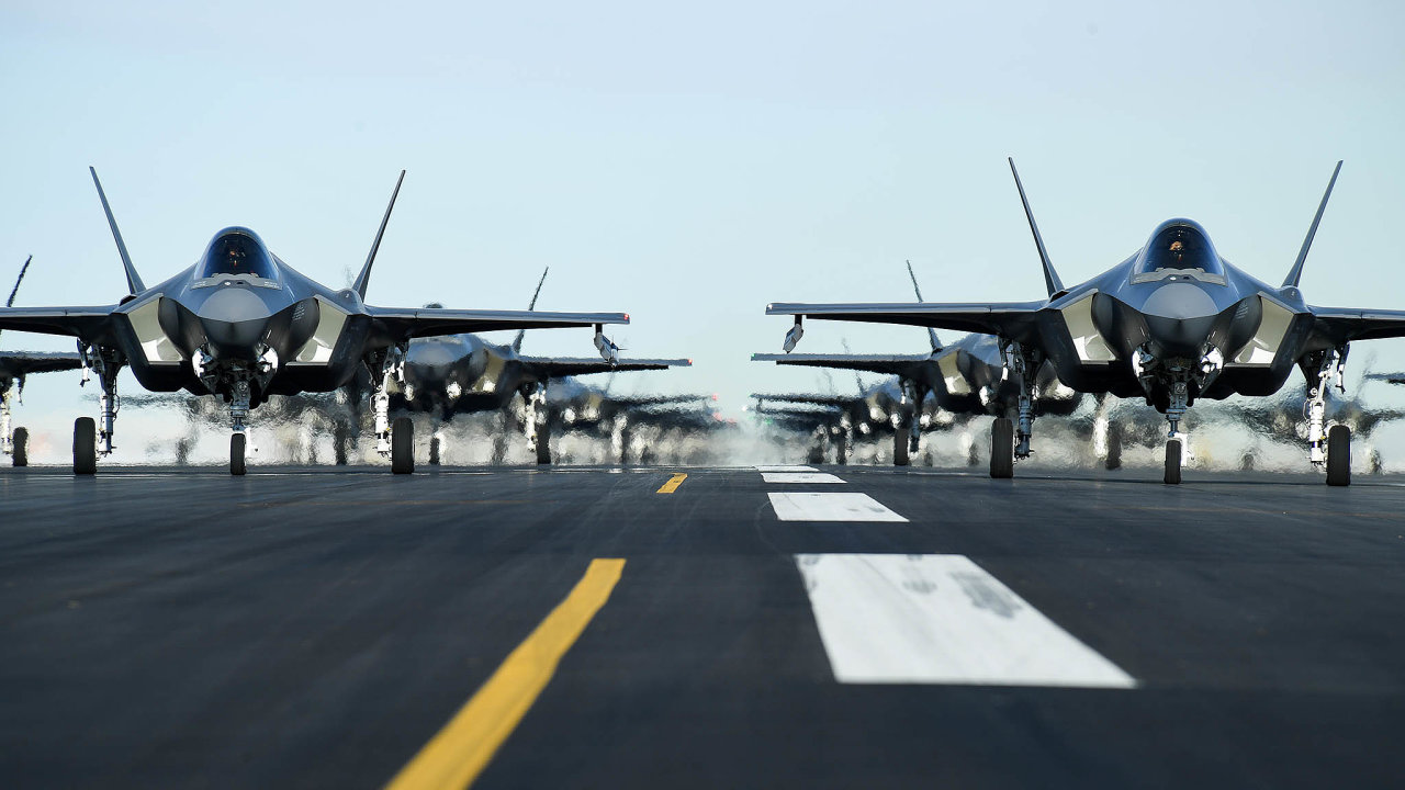 Motory Pratt &Whitney má řada vojenských letadel, od F-15 až po F-22 Raptor (na snímku) či a F-35 Lightning II.