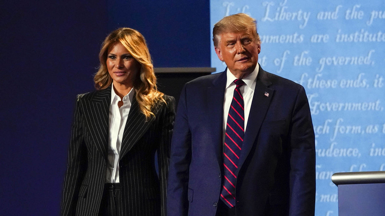 Jaká pandemie? Donald Trump většinou nedbal nadoporučení proti šíření koronaviru. Následně se jím nakazil on ijeho žena Melanie.