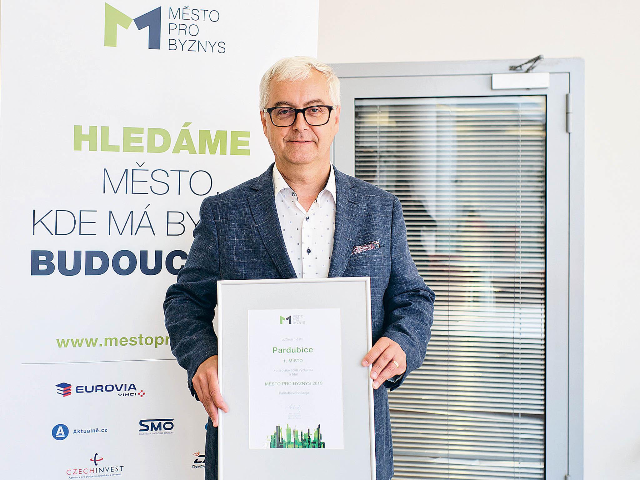"""""""Pardubice pravidelně atrvale investují dovzdělávání adoškolství, město je díky tomu zajímavé pro mladé lidi, kteří dávají přednost vzdělání,"""" říká náměstek primátora PardubicJan Mazuch."""