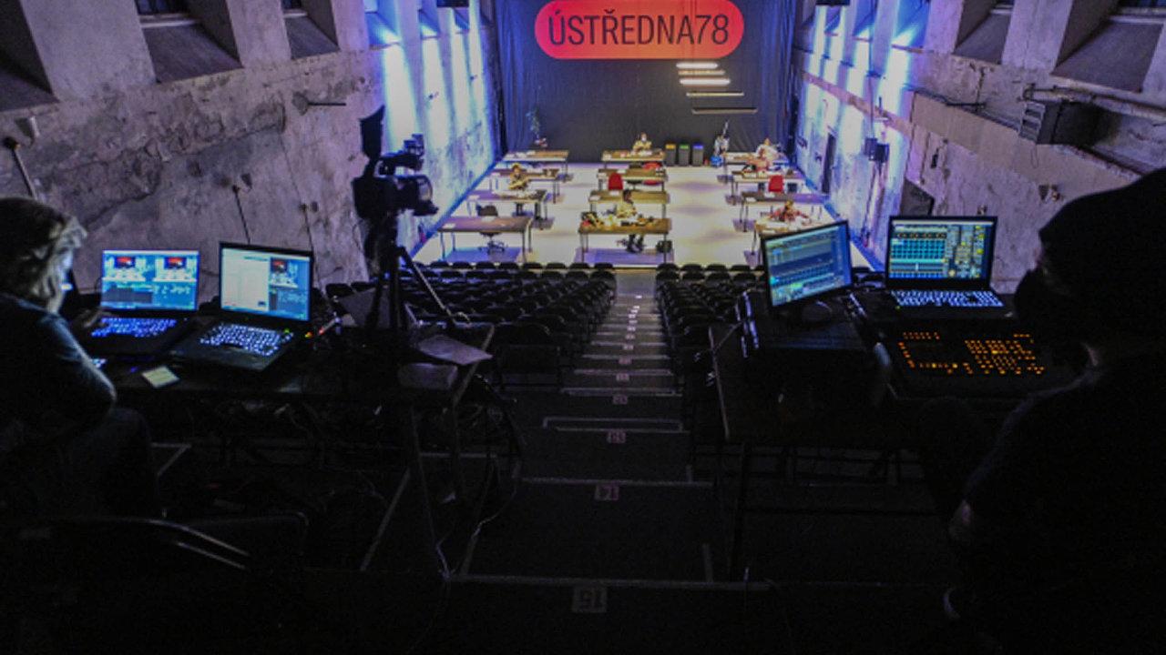 Divadla hledají různé způsoby svého zviditelnění. Happening Ústředna78 souboru Cirk La Putyka a Jatka78 se konal před několika dny. Akce byla zároveň živě přenášena přes internet.