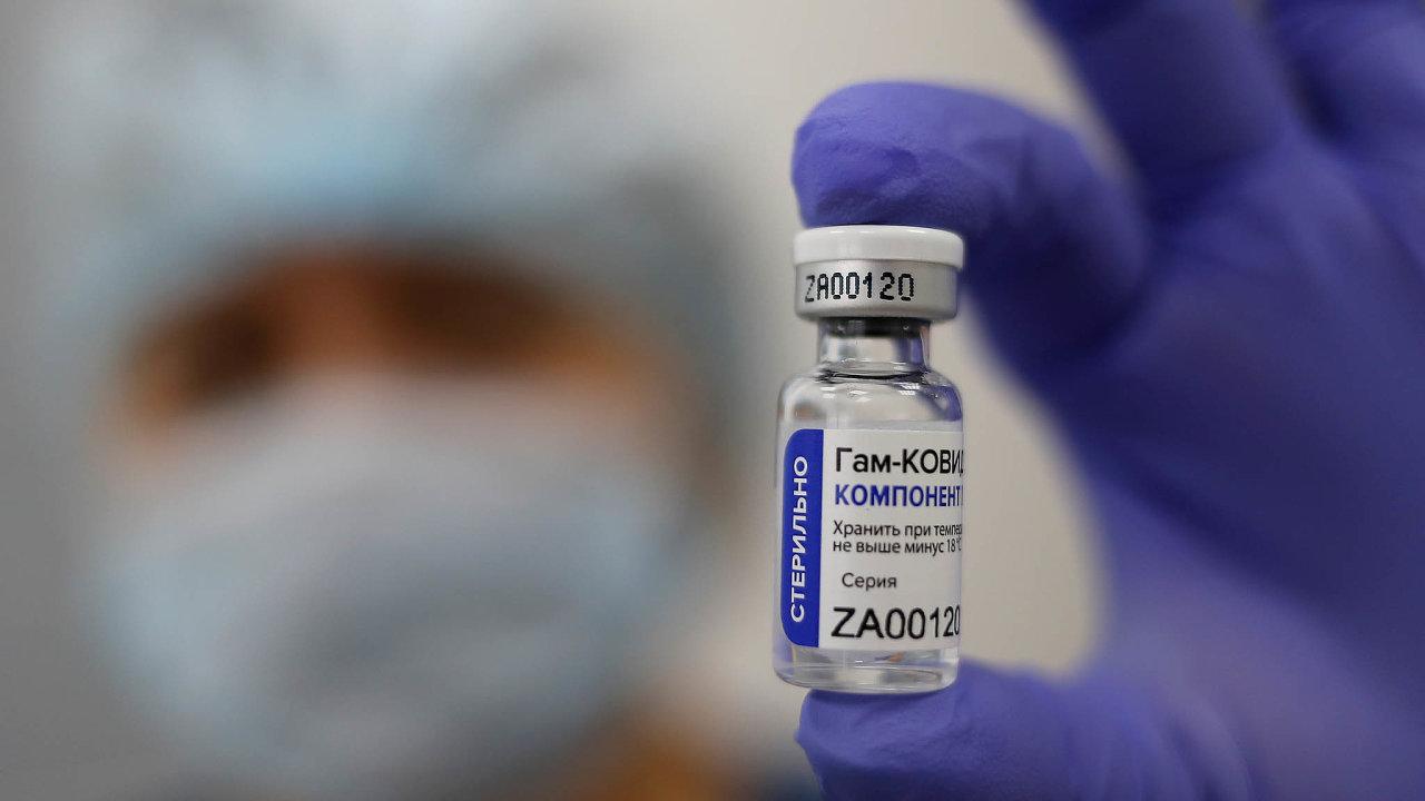 VRusku jsou zaregistrovány hned dvě vakcíny proti koronaviru – Sputnik V (na snímku), který vyvinul moskevský Gamalejův institut, alátka EpiVakKorona novosibirského ústavu Vektor.