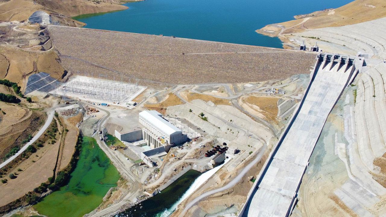 Vodní elektrárna Alpaslan 2 ve východním Turecku o výkonu 280 MW je jedním ze dvou zdrojů, které letos postavila energetická skupina Energo-Pro Jaromíra Tesaře.