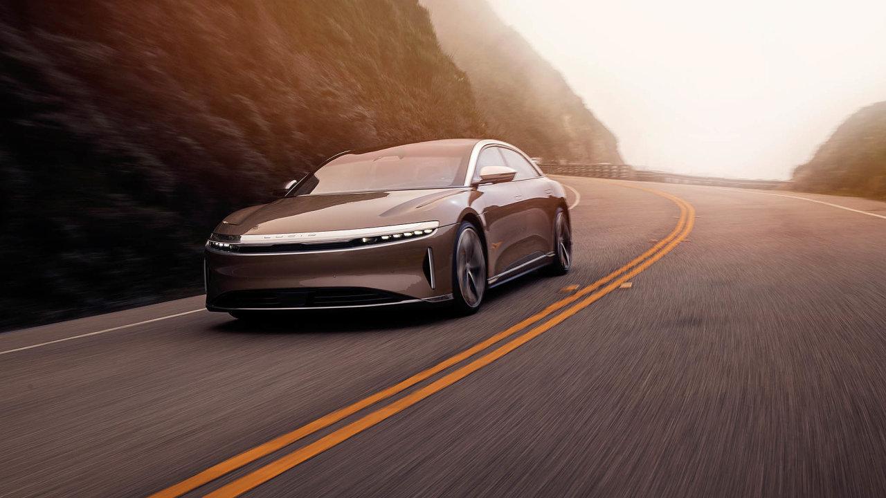 Luxusní elektrovůz: Vesvénové továrně vArizoně se letos chystá automobilka Lucid Motors spustit výrobu sedanu Lucid Air.