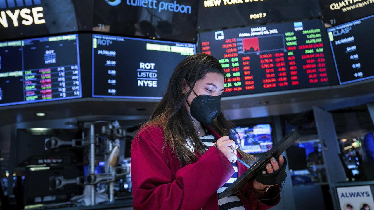 Investiční odborníci neočekávají, že by letos mělo na akciových trzích dojít v výrazným otřesům. Nevylučují však krátkodobou korekci některých předražených akciových titulů.