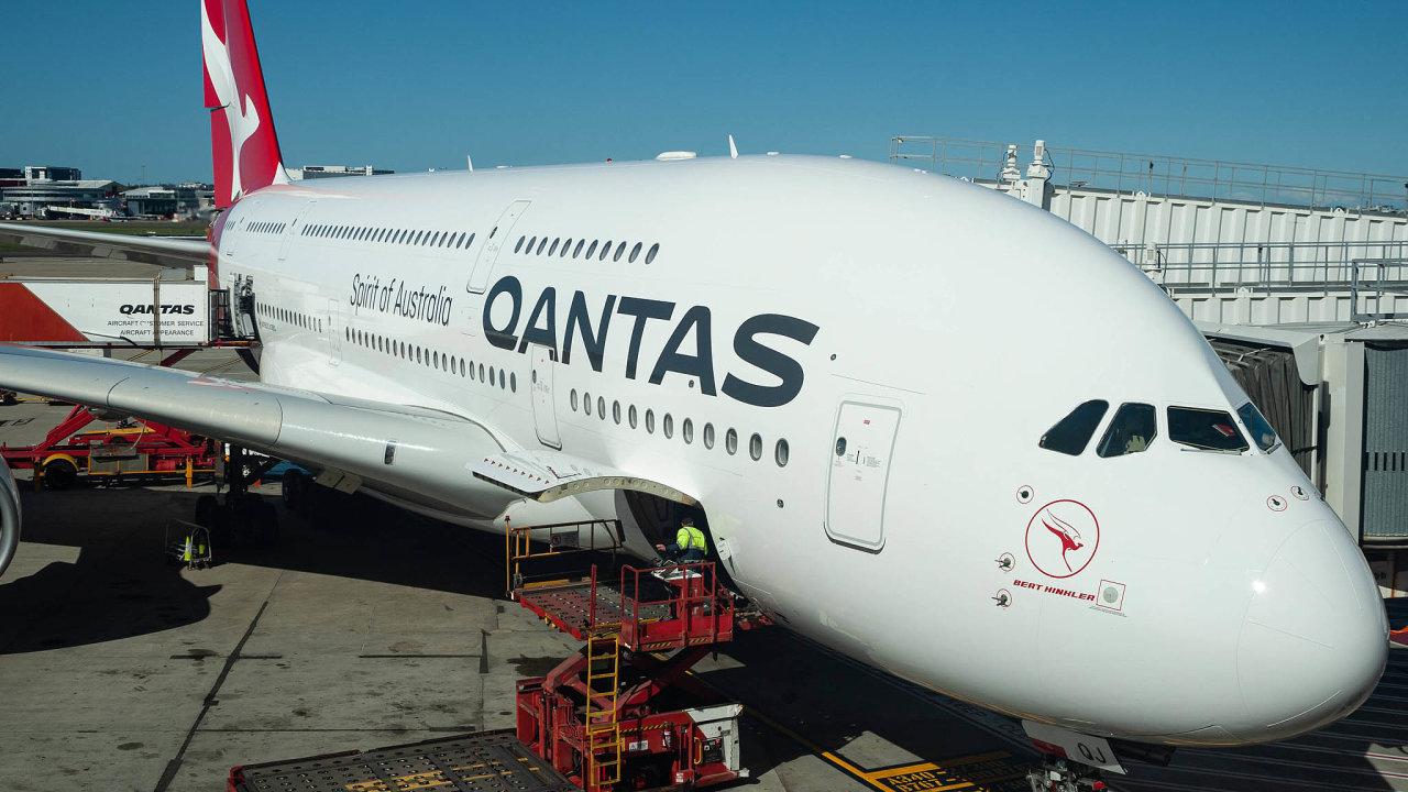 """Průkopník dálkových letů. Australská Qantas začala létat """"nebeský maraton"""" jako první nasvětě."""