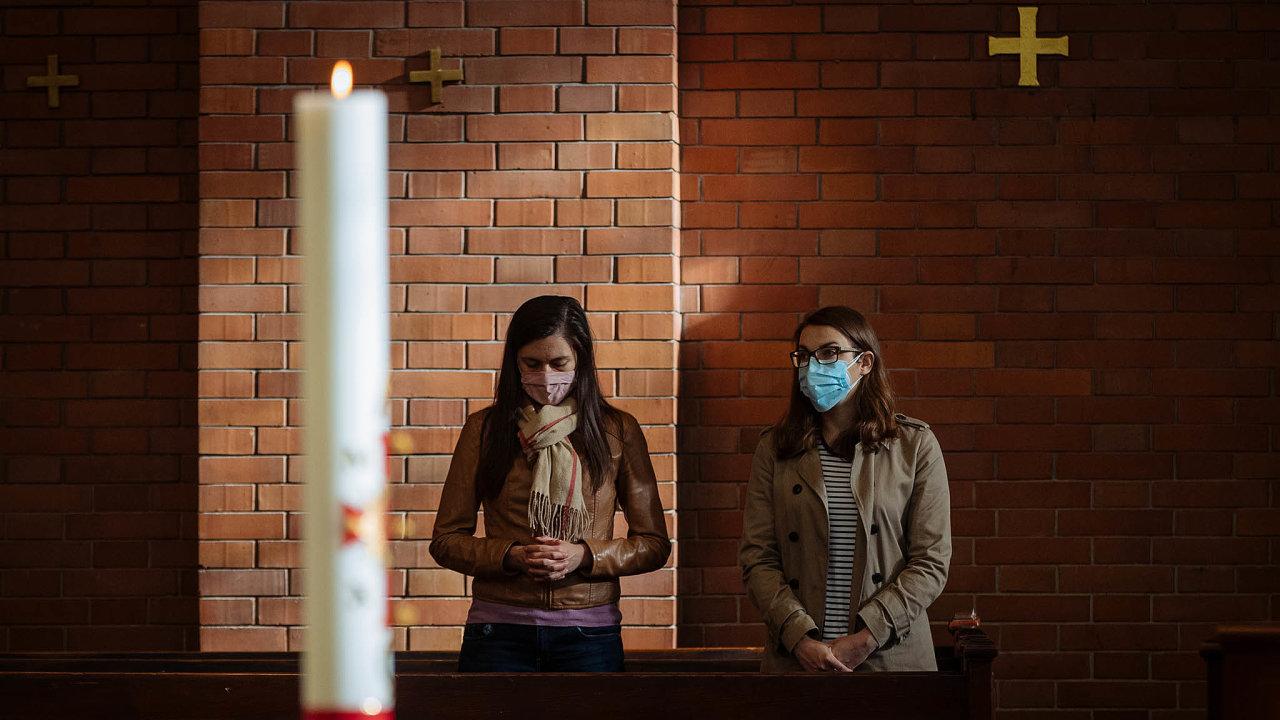 Chybí nám samotná víra, nebo spíše to, jaké hodnoty představuje? Právě ohleduplnost, soucit ahumanita by zemi postižené pandemií pomohly.