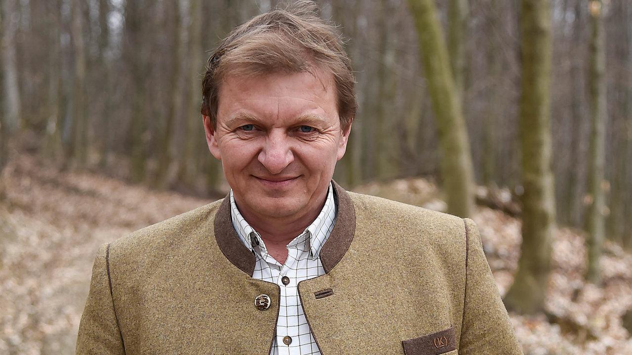 Lesní inženýr Vojtěch Dorňák založil původně jen lesnickou firmu Kloboucká lesní vroce 1998 veValašských Kloboukách. Vroce 2004 koupil uzavřenou pilu vBrumově-Bylnici.