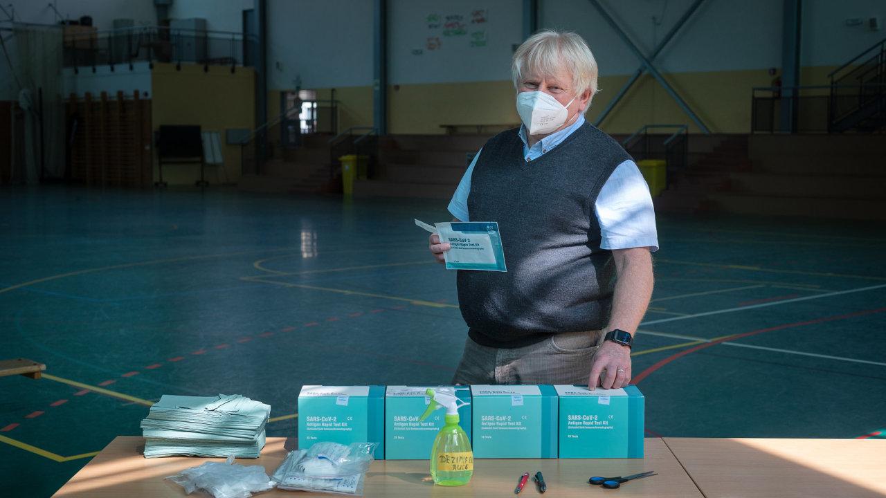 Základní škola v Kunraticích má vše na testování připravené už od pátku. Žákům prvních, druhých a třetích tříd odeberou vzorky z nosu v tělocvičně zdravotníci, vysvětluje ředitel školy Vít Beran.