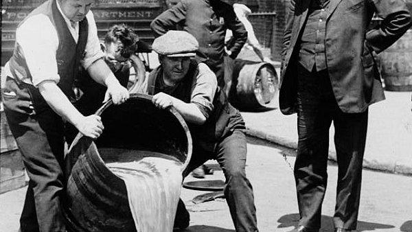 """""""Suché"""" časy v Americe. Alkoholu se tu vypilo stejně jako před zavedením prohibice."""