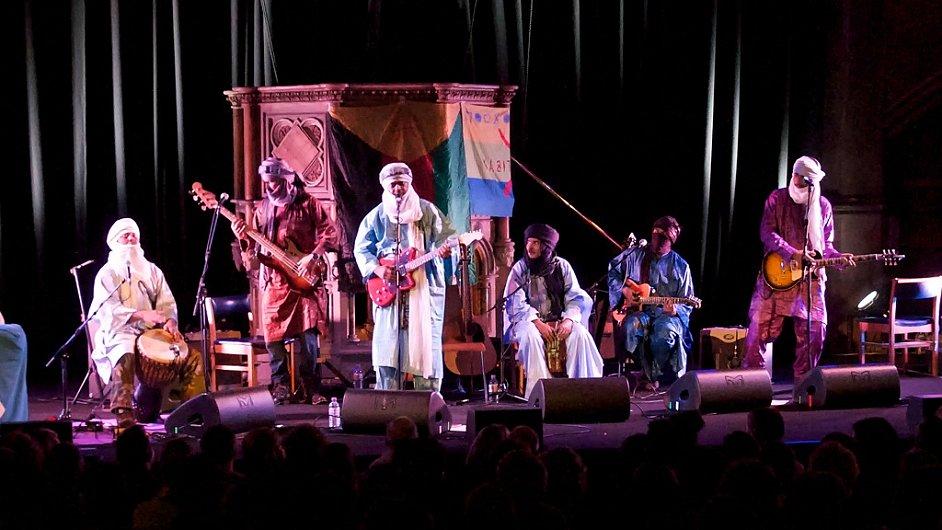 Tinariwen hráli v kostele Union Chapel, který se angažuje v muzice i v charitě.