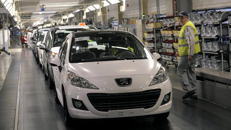Peugeot omezuje výrobu a prodává své sídlo