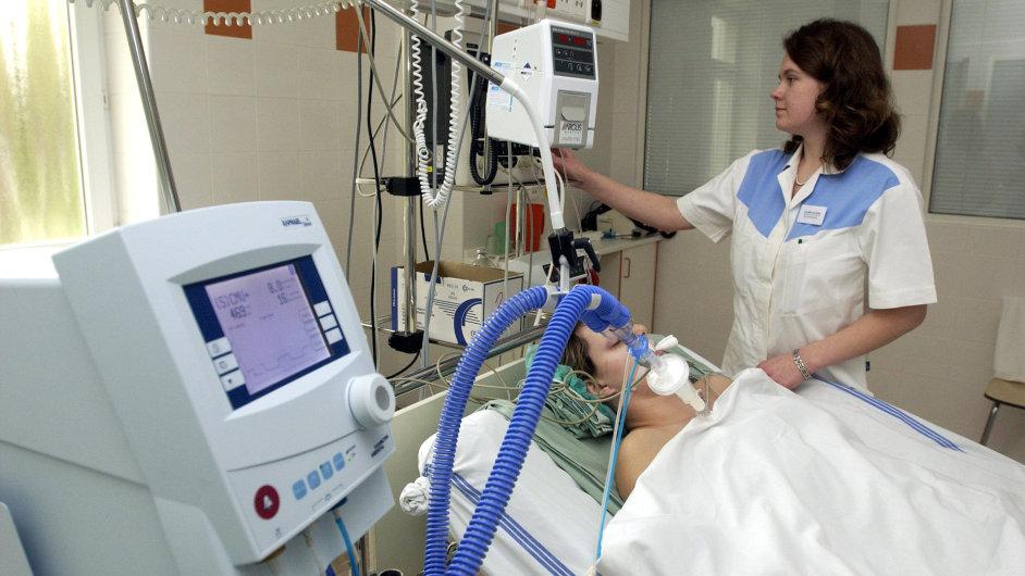 Pandemie koronaviru zvýšila zájem o profesi zdravotní sestry (ilustrační foto).