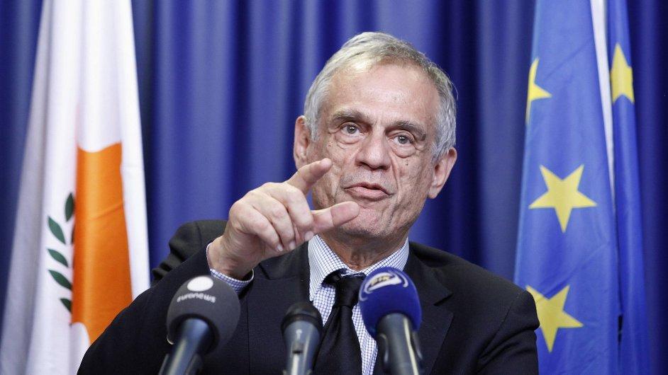 Kyperský ministr financí Sarris: Na účtech bohatých v bance Laiki škrtneme 80 procent