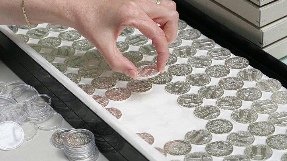 Ilustrační foto - Fotografie z výroby mincí v České mincovně v Jablonci
