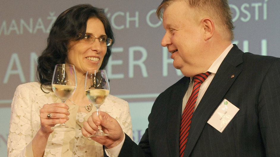 Ceny Manažer roku 2012 - vlevo majitelka společnosti Abydos Olga Kupec, vzpravo šéf Vitkovice Holding Jan Světlík