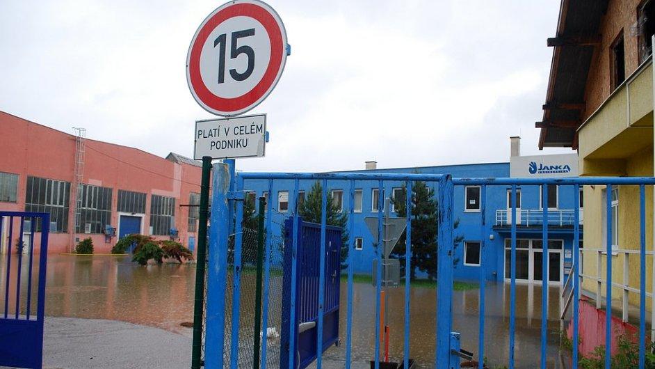 Záplavy v Česku. Zaplavené firmy v Praze Radotíně