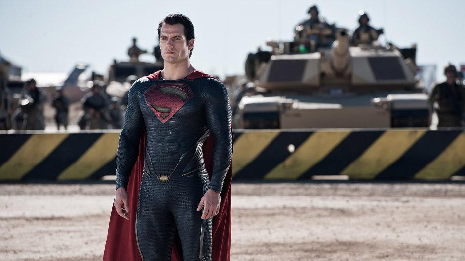 Muž z oceli pozval na plátno svoje kolegy z vesmíru DC Comics