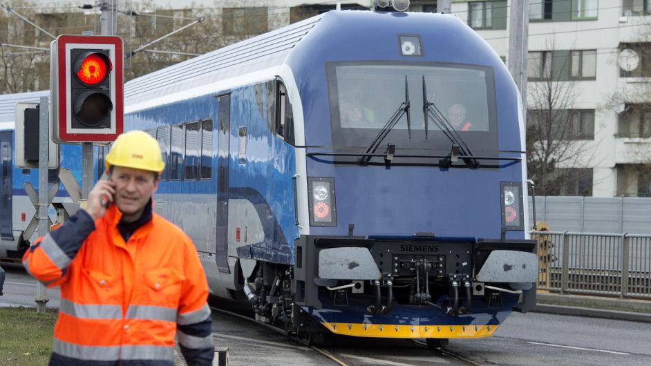 Vlak Railjet ve vídeňské továrně Siemensu