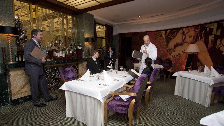 Alcron patří mezi vyhlášené restaurace.