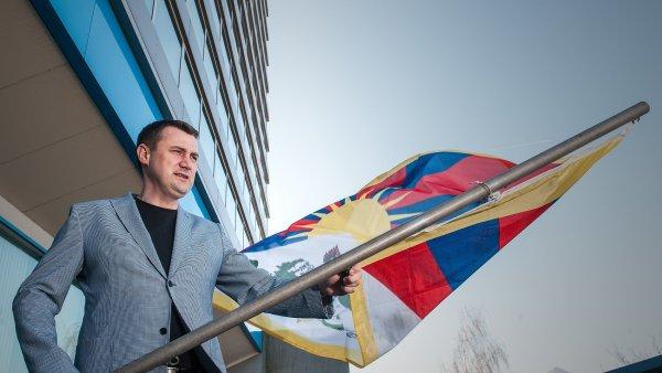 Tibetskou vlajku vyvěsil 10. března i liberecký hejtman Martin Půta.
