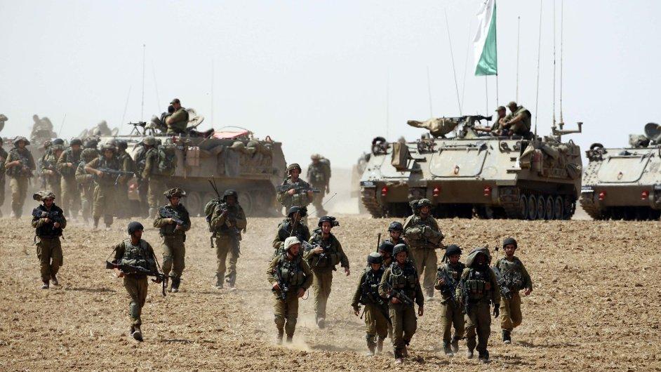 Izraelská armáda je připravena začít pozemní útok.