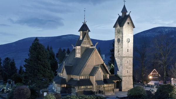 V Doln�m Slezsku najdete jedin� vikinsk� kostel v Polsku  i v�t�inu l�zn�
